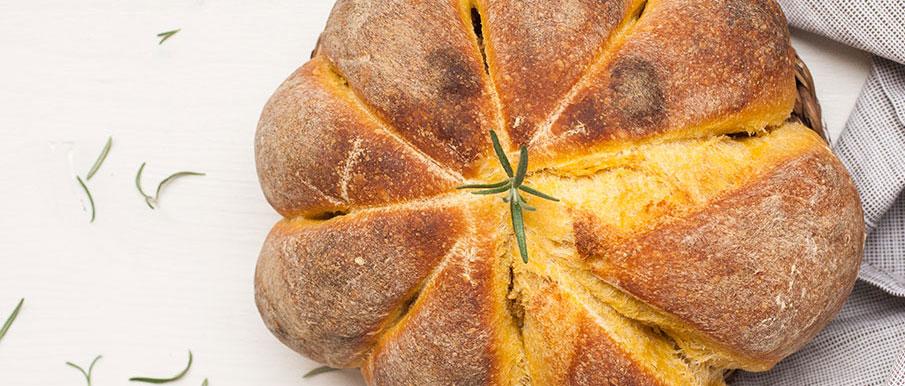 Pane alla zucca a forma di zucca