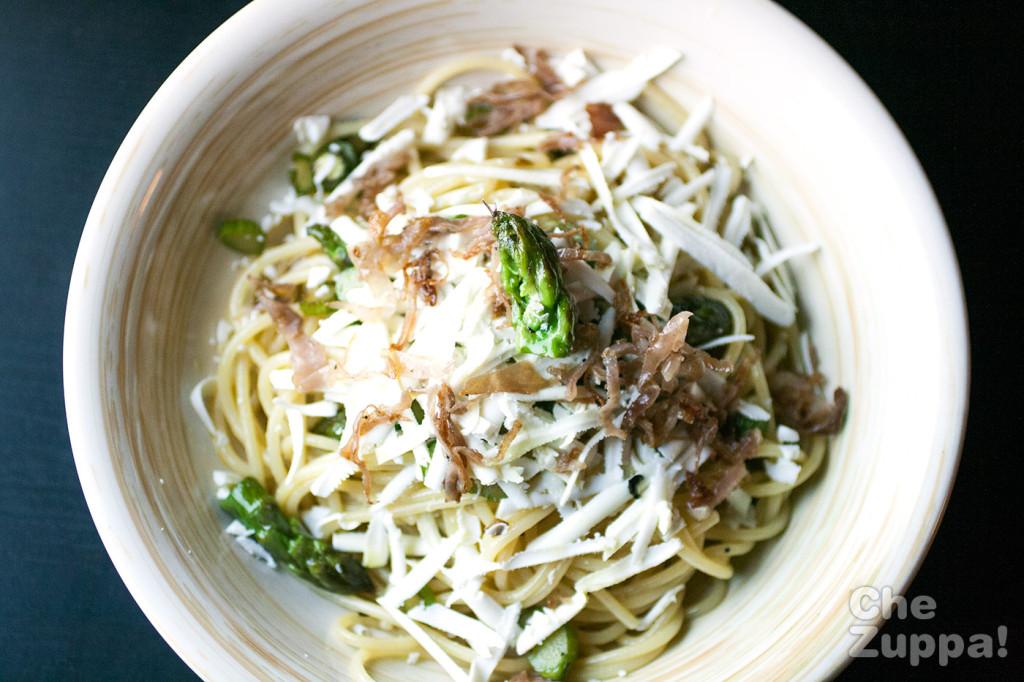 Chezuppa.com spaghetti con asparagi verdi crudo e ricotta salata
