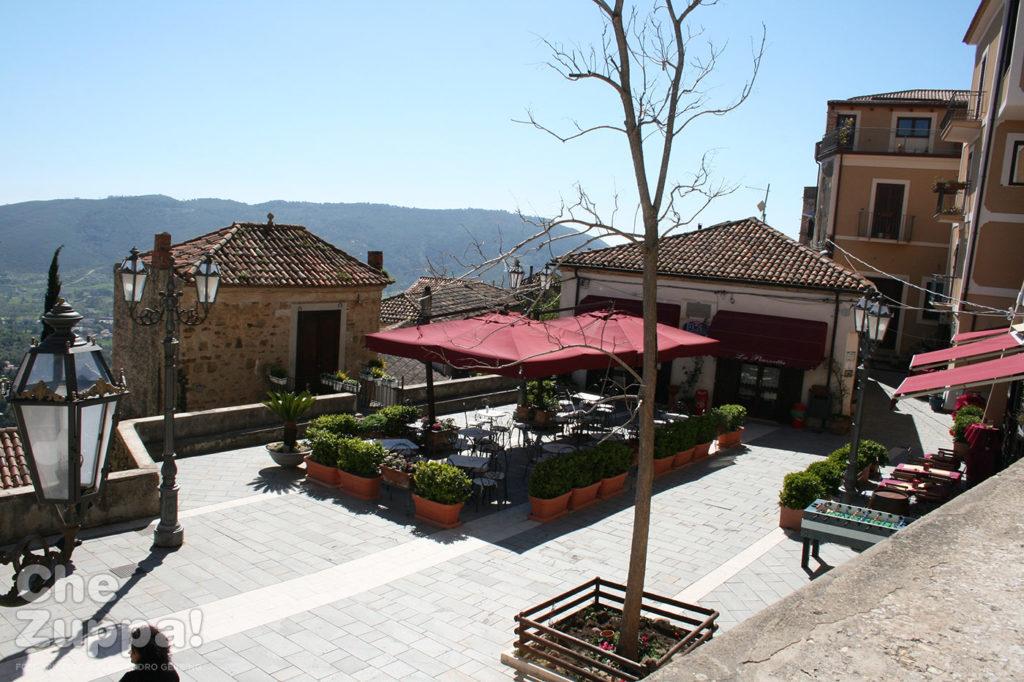 La piazzetta e il bar (la posta del film) di Castellabate