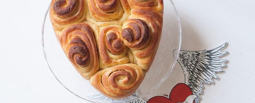 Torta delle rose con lievito madre a forma di cuore