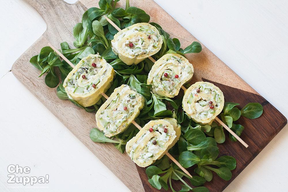Rotolo di frittata agli asparagi e ricotta, le ricette da divano