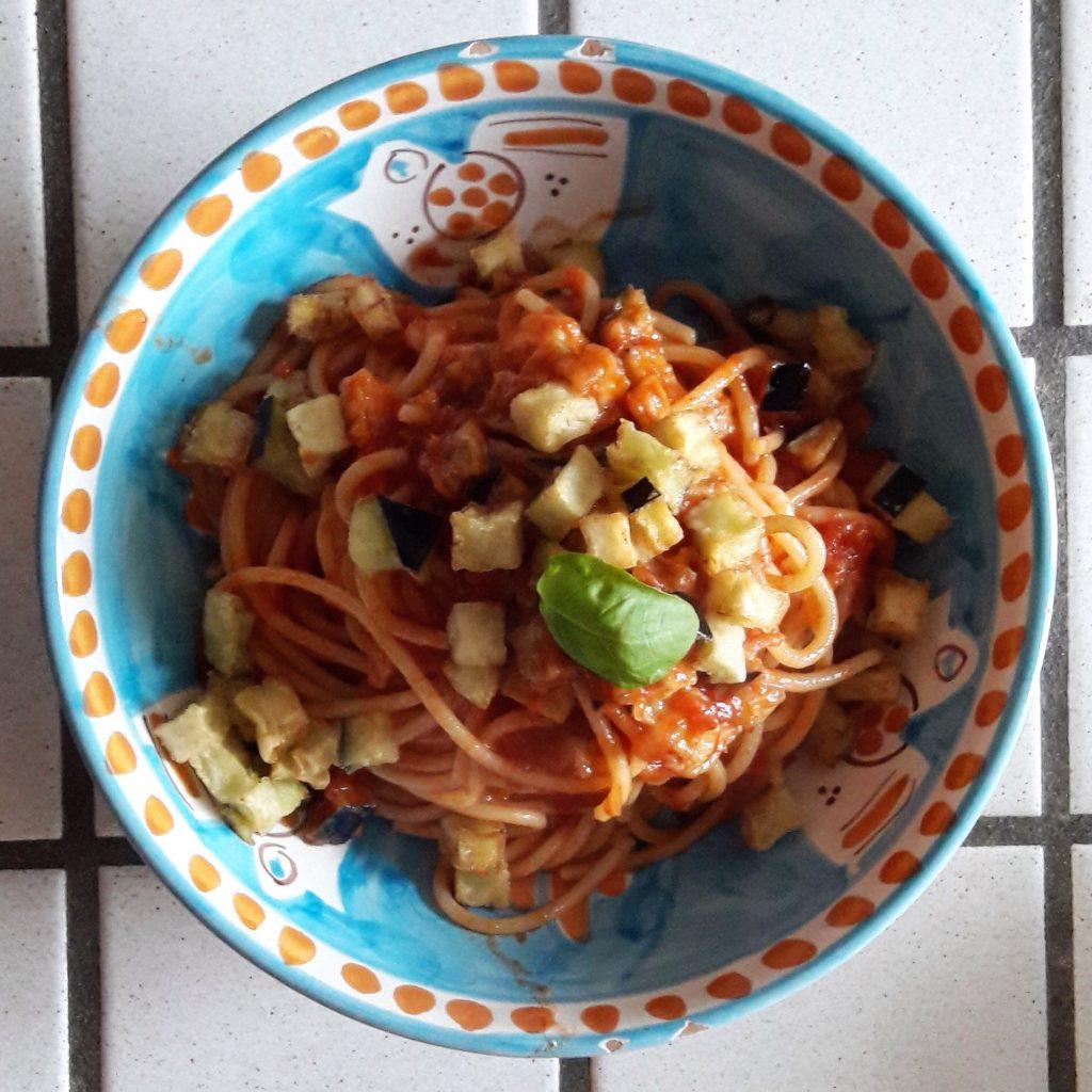 Spaghetti con le melanzane fritte