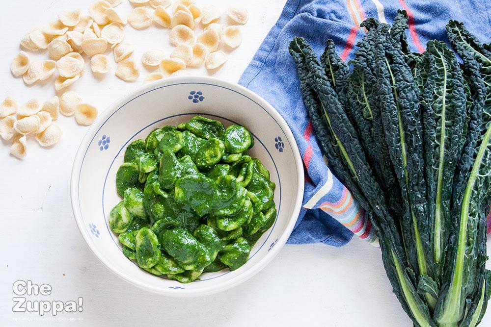 Pesto di cavolo nero ricetta cremosa perfetta per accompagnare la