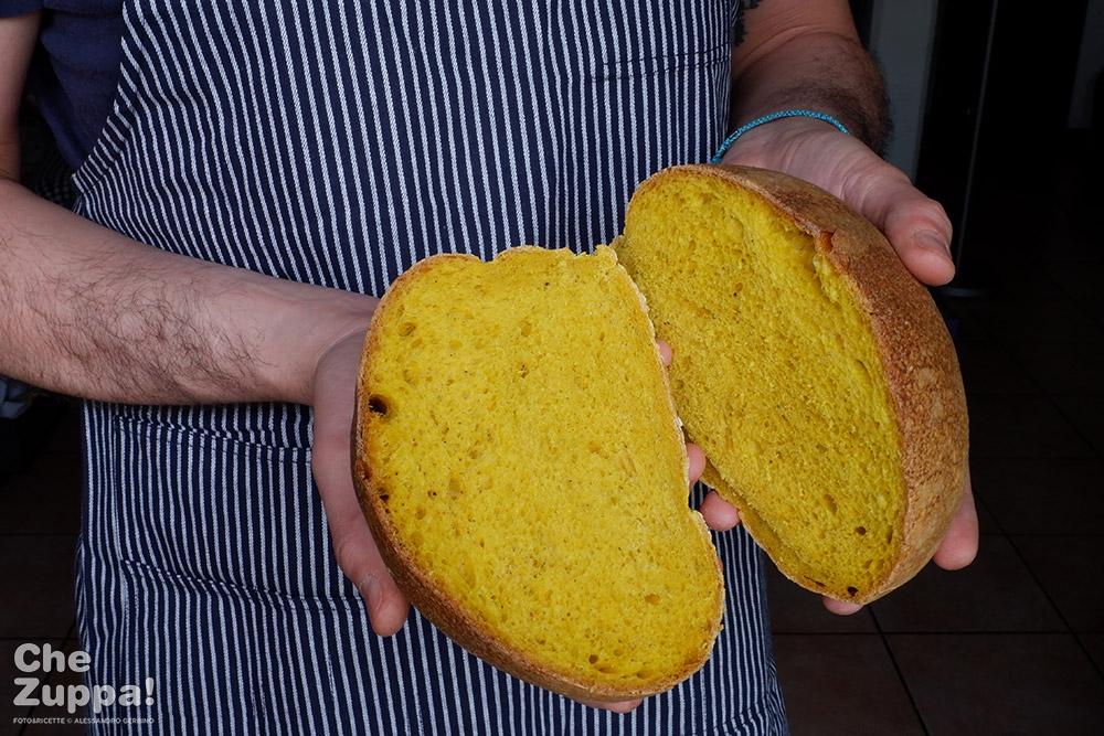 la ricetta del pane alla curcuma e pepe con lievito madre