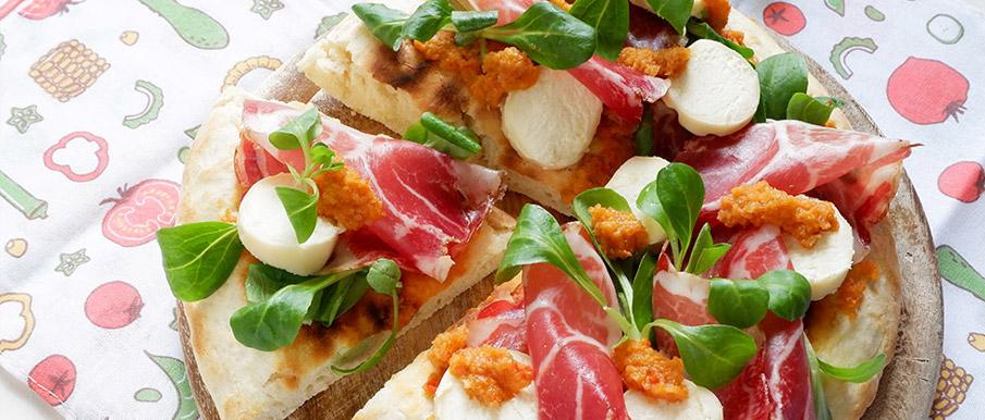 Pizza espressa con coppa, caprino stagionato e crema alle verdure