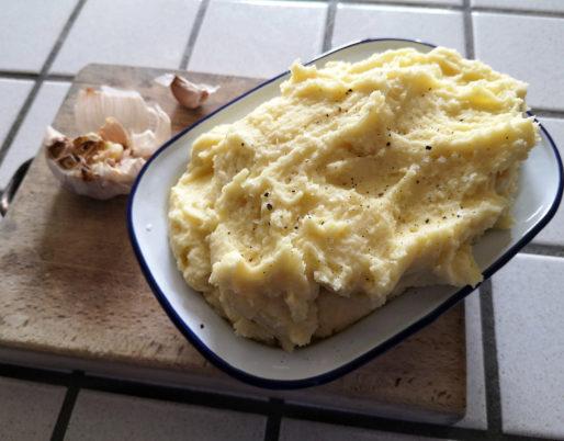 puré di patate all'aglio arrostito - ricetta di chezuppa