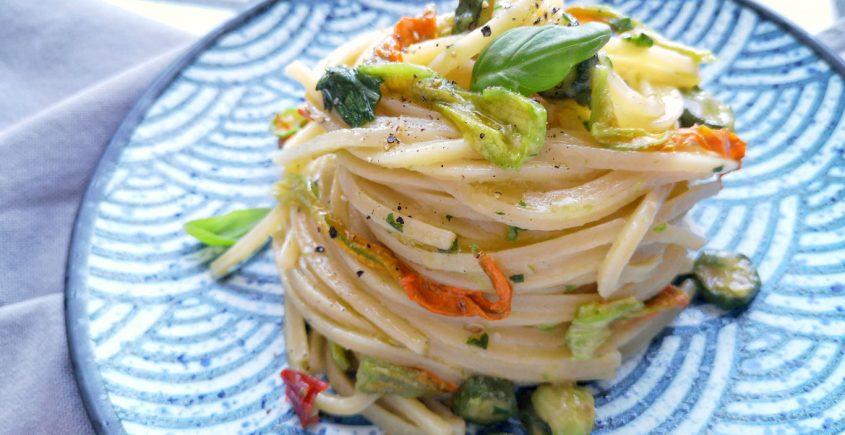 ricetta pasta con alici e fiori di zucca