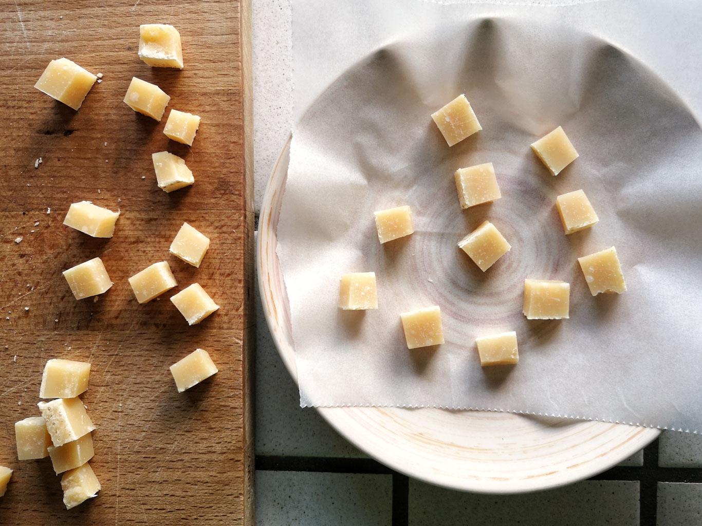 Come preparare le chips di parmigiano reggiano