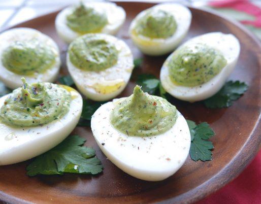 Uova sode ripiene in verde