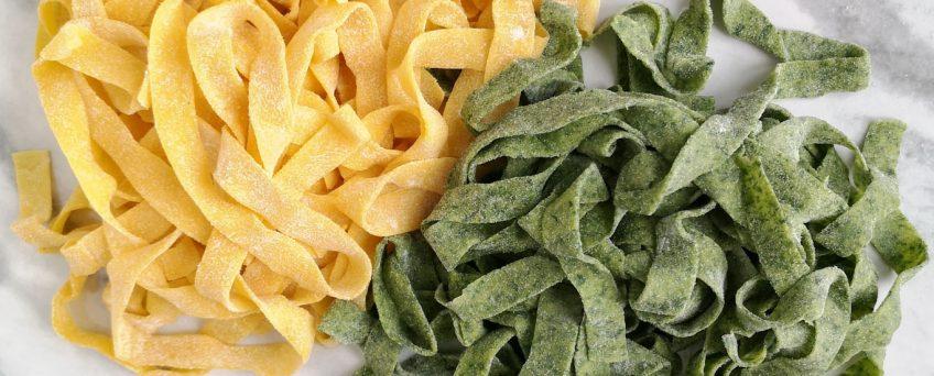 ricetta tagliatelle paglia e fieno emiliane