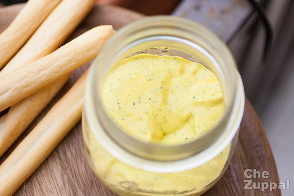Maionese alle erbe aromatiche fatta in casa per panini - Erbe aromatiche in casa ...