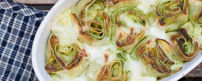 rosette di pasta al forno con pesto di rucola e scamorza