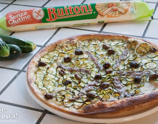Pizza sfoglia senza glutine con zucchine mozzarella e alici