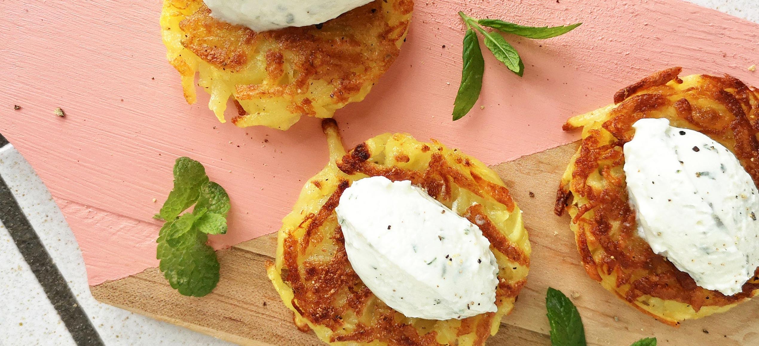 Rosti di patate con crema al caprino e menta
