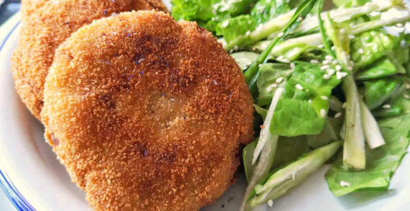 la preparazione delle polpette di patate e tonno