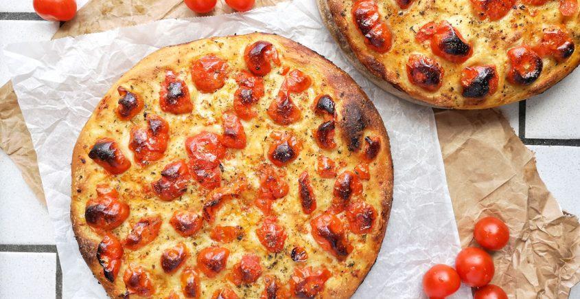 focaccia barese - ricetta pugliese della focaccia con i pomodorini