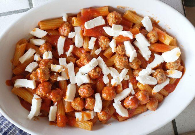 La ricetta della pasta al forno con polpette