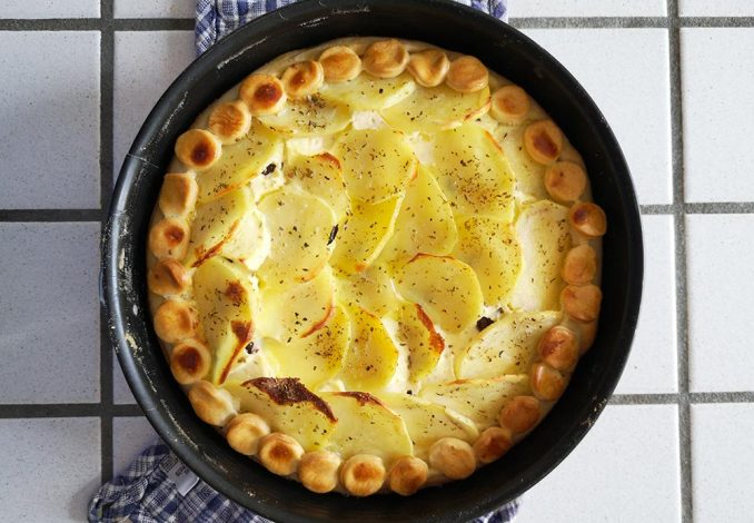 Torta salata alla greca con feta e patate