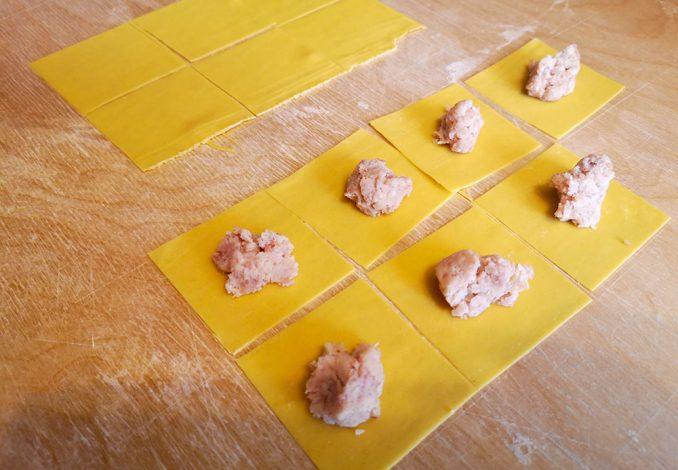 La forma e la chiusura dei tortellini alla bolognese