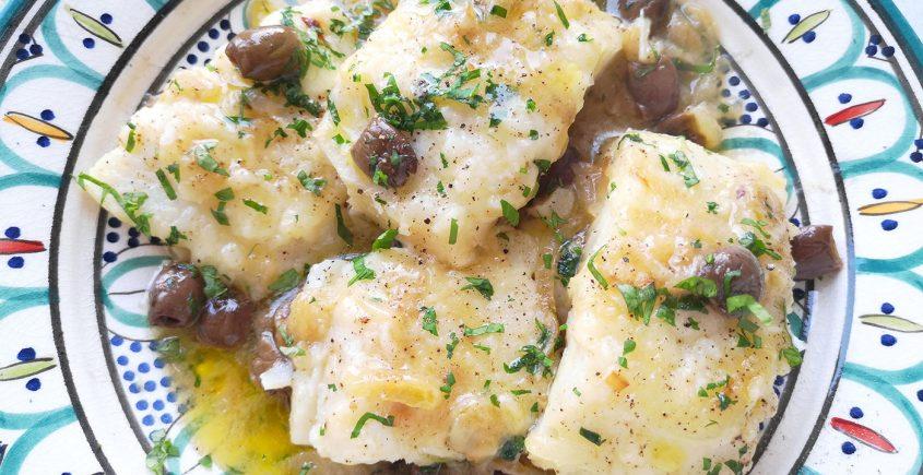 baccalà in bianco con olive taggiasche e cipolle